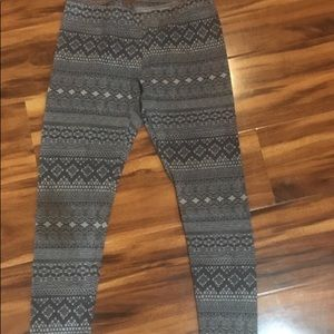 Arizona Women's gray lace print leggings